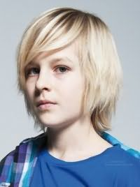 Детская стрижка для мальчика с длинными волосами