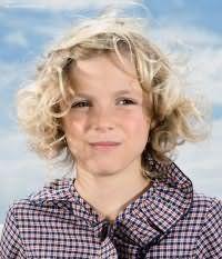 Детская стрижка для девочек с кудрявыми волосами