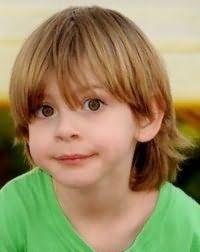 Классическая детская стрижка для мальчика с длинными волосами
