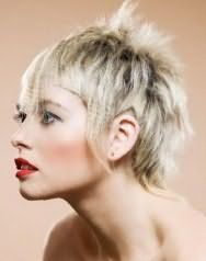 Идея прически эмо с челкой для коротких волос пепельного оттенка