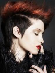 Красивая прически эмо для коротких волос с мелированными прядями