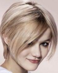 Идея женской молодежной стрижки для средних волос пепельно-русого оттенка