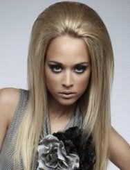Ультрамодная прическа с объемным начесом на макушке для волос пепельно-русого цвета