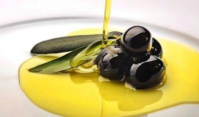 Масло поможет смягчить кожу и улучшить состояние волосков