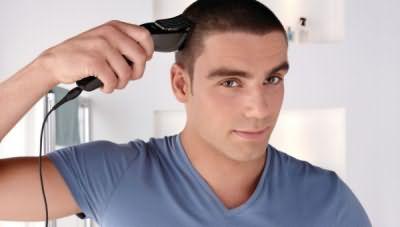 Профессиональные машинки позволяют выполнять стрижку по мокрым волосам, такие действия для бытовых моделей губительны и приводят к быстрой порче лезвий