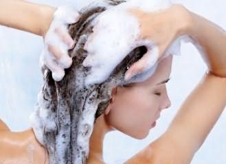 Использование данного продукта для мытья головы ничем не отличается от применения шампуня