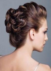 Модная прическа из кос на длинные локоны