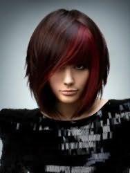 Модная креативная стрижка с косой челкой на густые средние волосы с мелированием