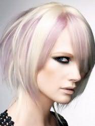 Вариант укладки эмо прически для средних волос пепельного тона с колорированием