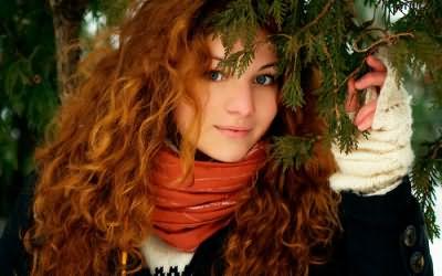Покраска хной придает волосам естественный блеск и цвет