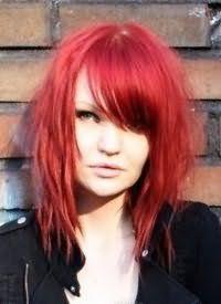 Розово-красный оттенок волос