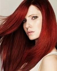 На фото – ярко выраженный красный цвет волос