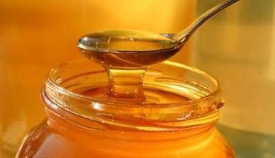 Медовые маски обеспечивают постепенное осветление волос