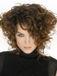 Укладка стрижки для густых вьющихся волос темно-русого оттенка