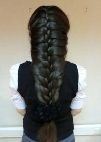 Прическа с плетением на каждый день для длинных волос.