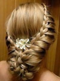 Аксессуары для прически с плетением на длинные волосы.