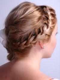 Плетение косичек с накладными прядями на короткие волосы