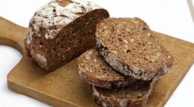 Сердобольные бабушки настоятельно рекомендуют бороться с лануго хлебным мякишем, врачи считают этот метод необоснованным и бесполезным