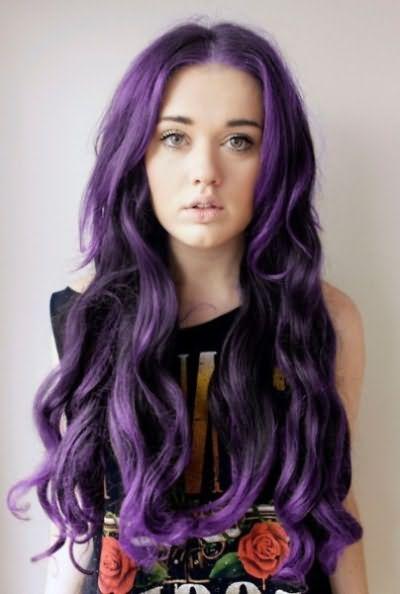 Длинные каскадные волосы – наиболее подходящая к данному оттенку прическа.