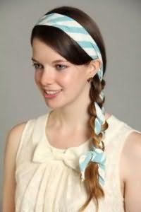 Модная прическа с косой и повязкой