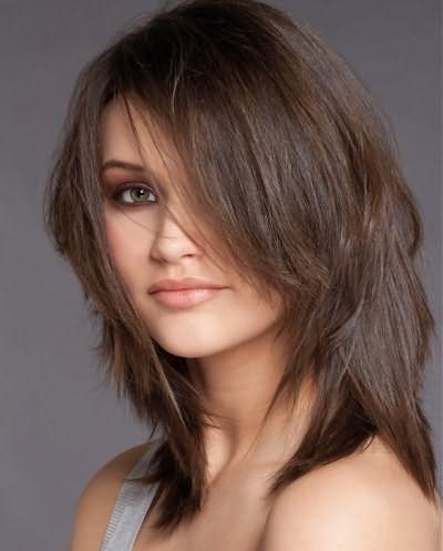 Стрижка итальянка с челкой оригинально смотрится на коротких волосах.