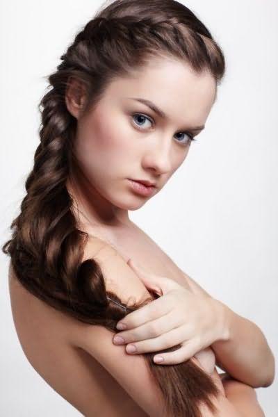Боковая коса – необычный и сексуальный вид укладки