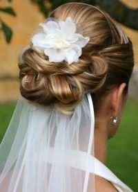 свадебные прически на длинные волосы с фатой3