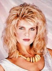 Женская каскадная стрижка в стиле 80-х