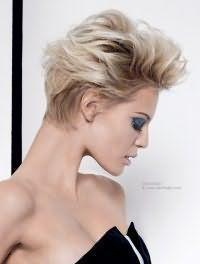 Короткая женская стрижка в стиле 80-х