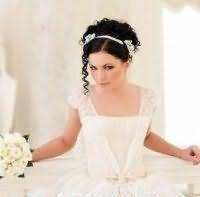 Эффектная прическа для невесты на средние локоны.