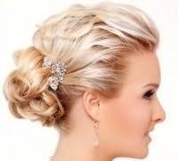Актуальная свадебная прическа для средних волос.
