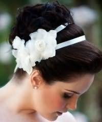 Свадебная прическа в греческом стиле для средних волос.