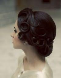 Свадебная винтажная прическа на средние волосы.