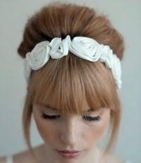 Свадебная прическа бабетта на волосы средней длины.