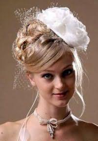 Свадебная прическа с фатой на средние волосы.