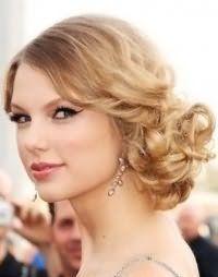 Модная свадебная прическа мальвинка для средних волос.