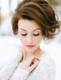Красивая свадебная укладка для средних волос.