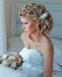 Модная свадебная прическа на средние волосы.