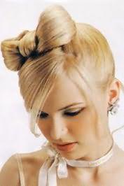 Популярная прическа бант из волос для светло-русых локонов