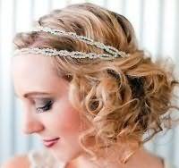 Свадебная прическа для коротких кудрявых волос в греческом стиле.