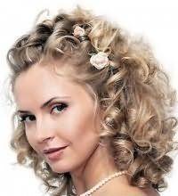 Свадебная прическа для средних кудрявых волос.