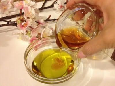 Медовые маски помогают решить проблему с гиперфункцией сальных желез
