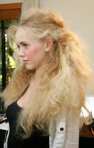 Чрезмерное стремление в достижении желаемого оттенка сделает ваши волосы сухими и безжизненными