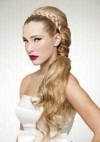 Свадебная прическа хвост на бок для длинных волос.