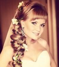 Прическа коса на бок на свадьбу.