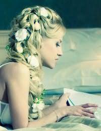 Свадебная прическа коса на бок для длинных волос.