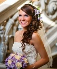 Прическа локоны на бок на свадьбу.