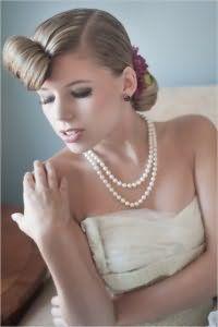 Свадебная прическа на средние волосы в стиле 60-х годов.