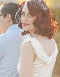 Ретро прическа с распущенными волосами на свадьбу.