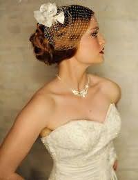 Свадебная ретро прическа с фатой для длинных волос.